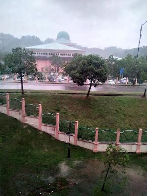 Hujan dan Angin Di Sabah