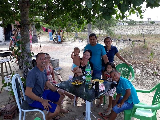 Veriadora Irani Antunes em visita a  comunidade do serrote prestigiando o aniversário do jovem Kaio Davi filho de João Paulo e Daiane.