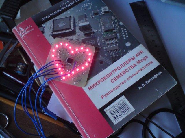 Подарок к 8 марта на микроконтроллере купить цветы в енакиево
