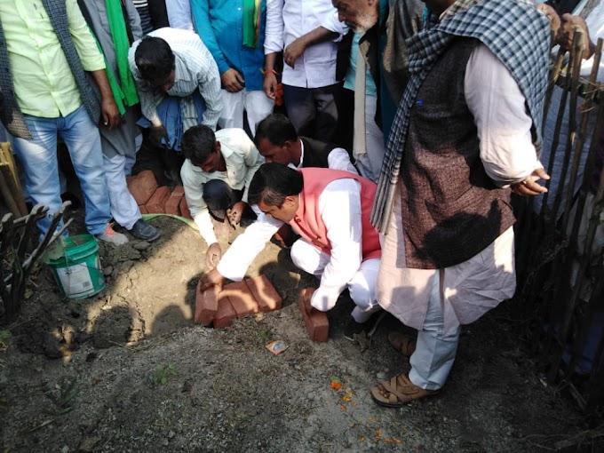 चकपहार में जनता सम्मान समारोह एवं स्मारक शिलान्यास का आयोजन किया गया
