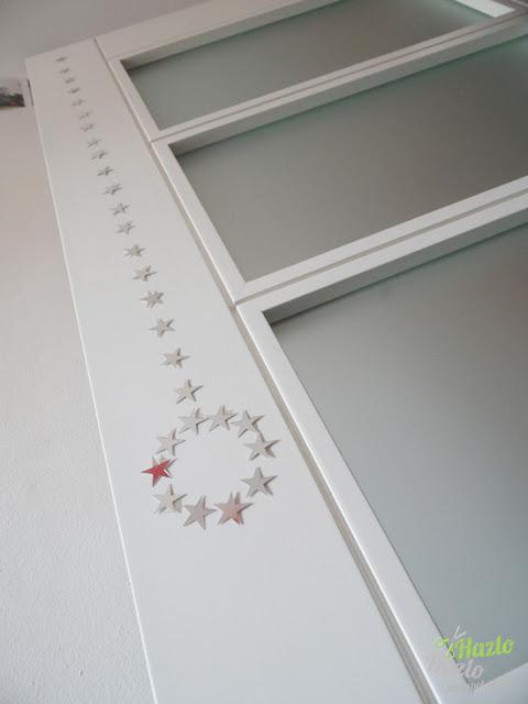 Manualidades navideñas para decorar puertas.