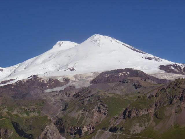 L'Elbruz depuis Cheget, 2800 m (Terskol, Kabardino-Balkarie), 8 août 2014. Photo : J. Marquet