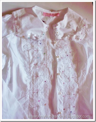 Reviewing and altering a Bodyline blouse l157.  Because the lace was that bad.