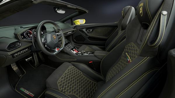 Lamborghini-Huracan_RWD_Spyder_interior