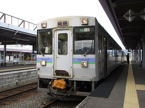 JR北海道 根室本線 快速「狩勝」 3427D キハ150 10 富良野駅にて