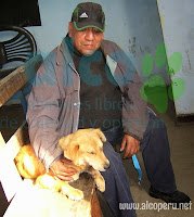 Sr. Bolivar con Oni esperando turno. Luego fue abrigada y llevada al Presbítero donde descanso en un cuarto.