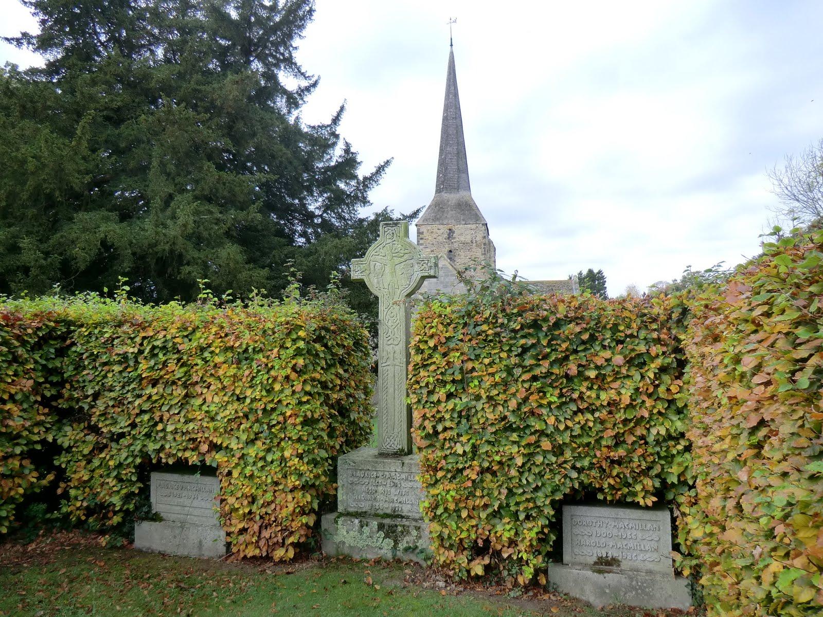 CIMG0178 MacMillan memorial, St Giles churchyard