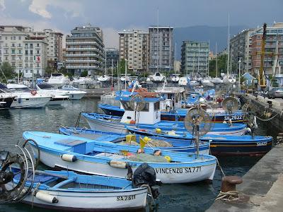 サレルノ港とサレルノの町