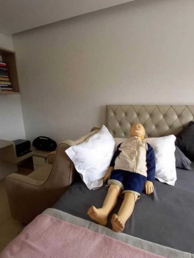 Vídeos mostram Henry sendo levado já morto ao hospital