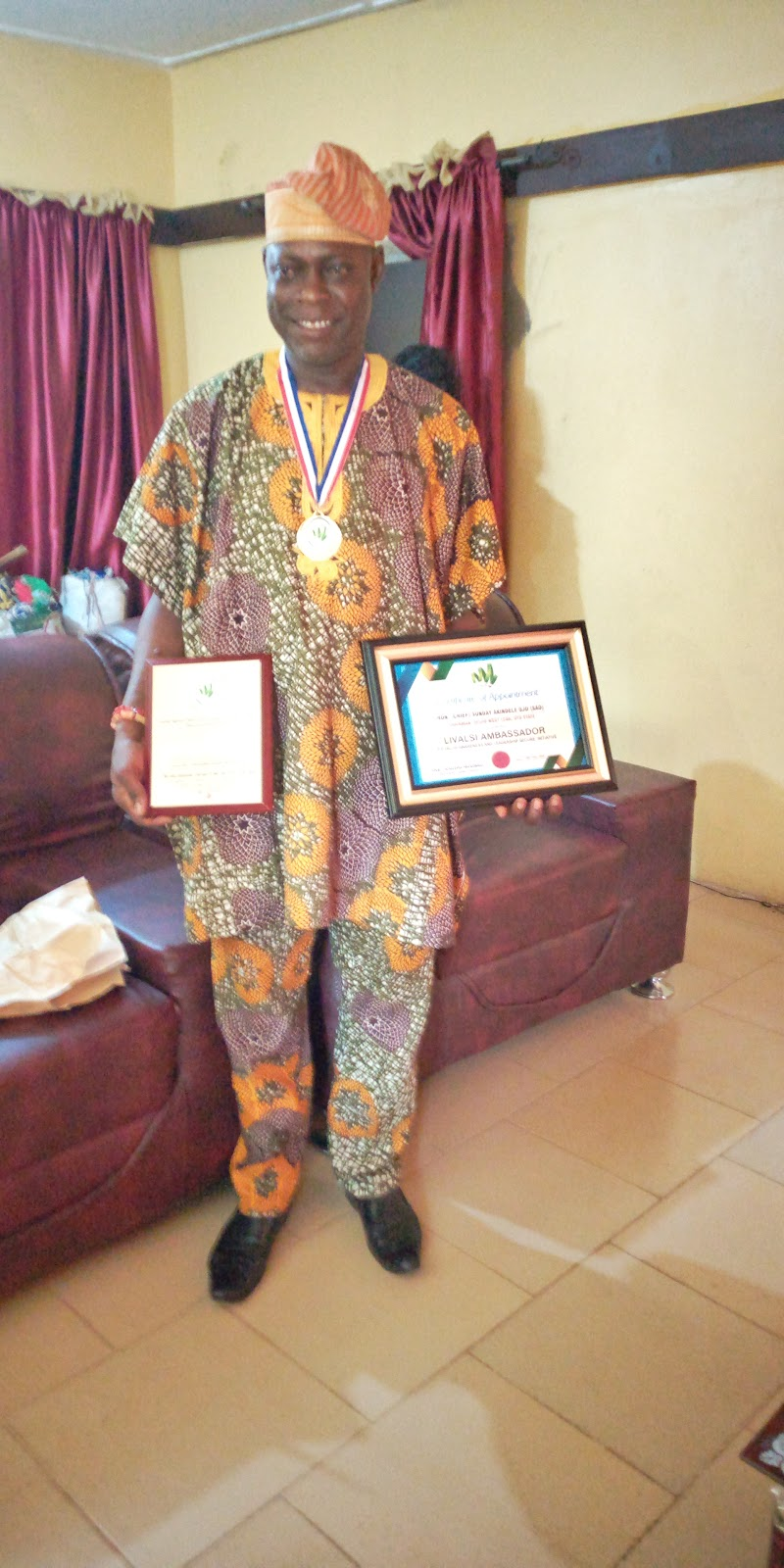 SAO bags Gold Award of Excellence As The Most Dedicated Chairman In Oyo State.
