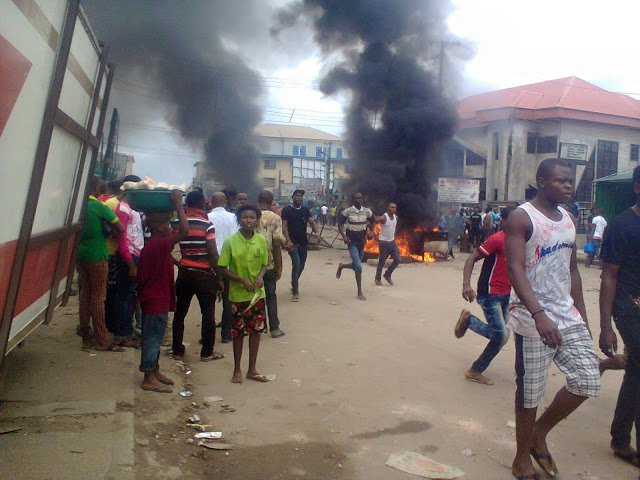 Crowd sets man ablaze over N45,000 cell phone robbery in Mushin