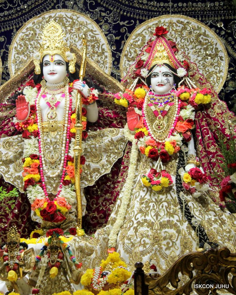 ISKCON Juhu Sringar Deity Darshan on 11th Sep 2016 (39)