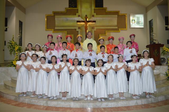 Gx. Đa Minh bế mạc tháng Hoa và bổn mạng thừa tác viên trao Thánh Thể