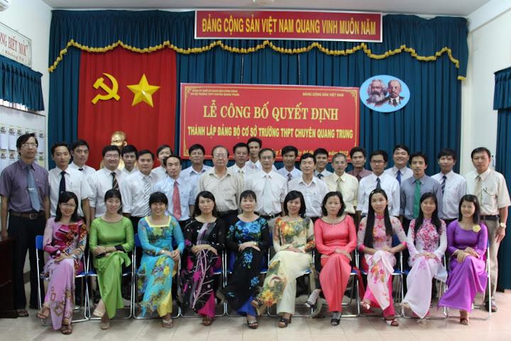 Thành lập Đảng bộ trường THPT chuyên Quang Trung