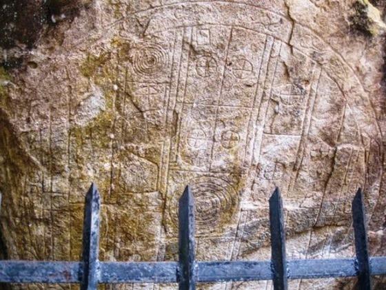 Sri Lanka um antigo granito de 6500 anos representa um Portão Estelar 04
