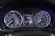 Yeni-2014-Toyota-Corolla-ic-mekan-kabin-4