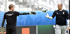 Dibusz Dénes (b) és Király Gábor, kapusok a franciaországi labdarúgó Európa-bajnokságon, Bordeaux, 2016. június 13-án. (MTI Fotó: Illyés Tibor)