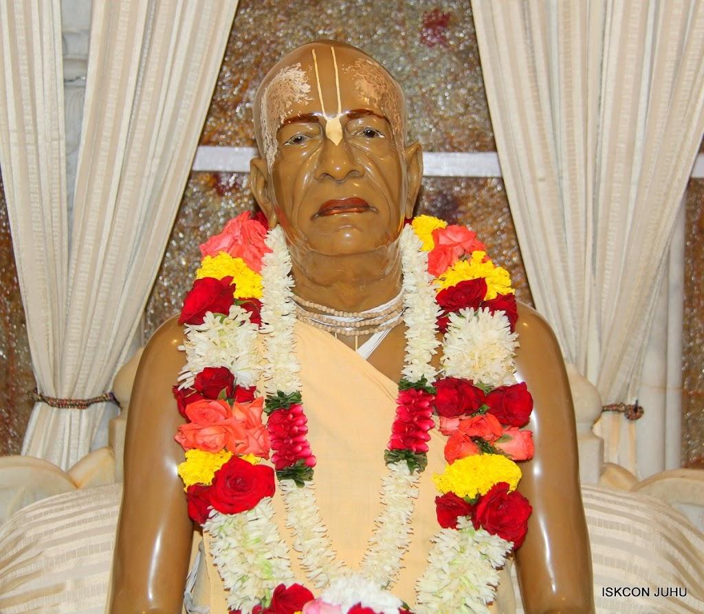 ISKCON Juhu Sringar Deity Darshan 17 Aug 2016 (43)
