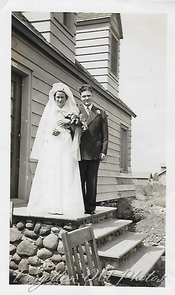 Couple on steps Pequot Lakes ant