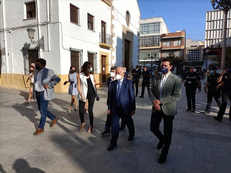 El presidente de la Diputación, Javier Aureliano García, se ha sumado al acto.