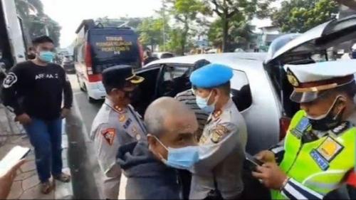 5 Orang Lalu Lalang di Depan PN saat Sidang HRS, Ngaku YouTuber hingga Diamankan Polisi