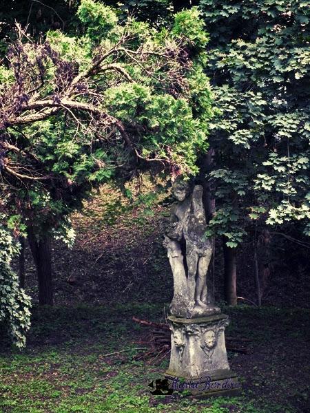statuie castel gornesti 20 iulie 2013