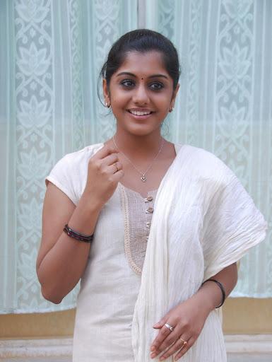 Blog with no Limits: meera nandan without makeup...shocking
