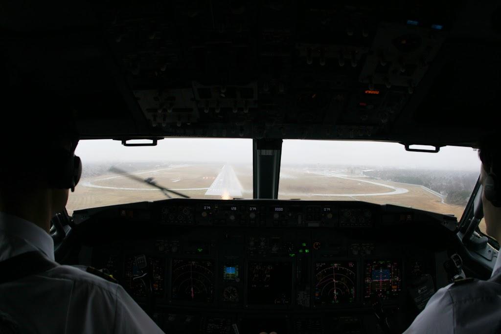 Bei der Landung auf Bahn 26R starker Seitenwind und ebenfalls kaum Sicht.