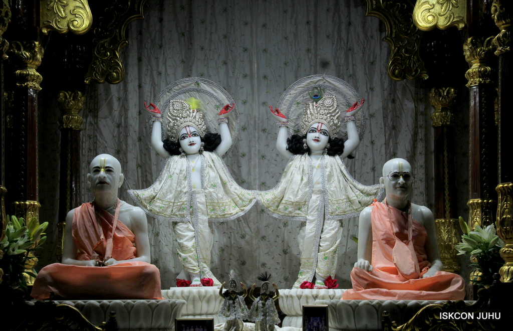 ISKCON Juhu Mangal Deity Darshan on 21st Oct 2016 (30)