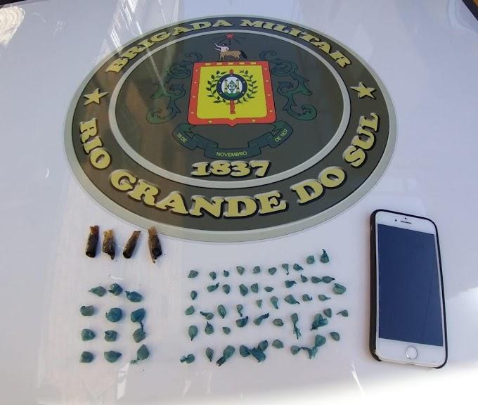 Brigada Militar prende homem com 59 pedras de crack na Fátima em Cachoeirinha