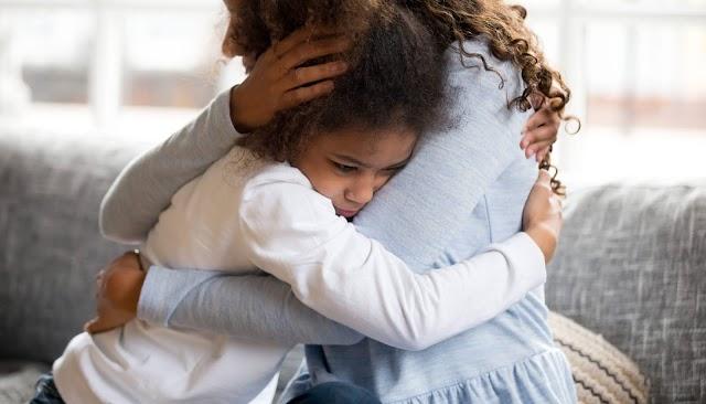 ¿Cómo manejar la pérdida de un familiar por Covid-19, con niños y adolescentes?
