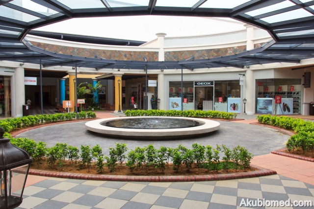 Ruang legar Freeport A'Famosa Outlet