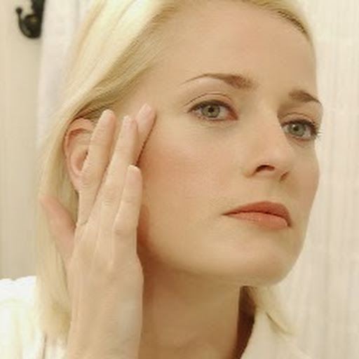 How To Find The Best Eye Cream For Your Sensitive Eyes