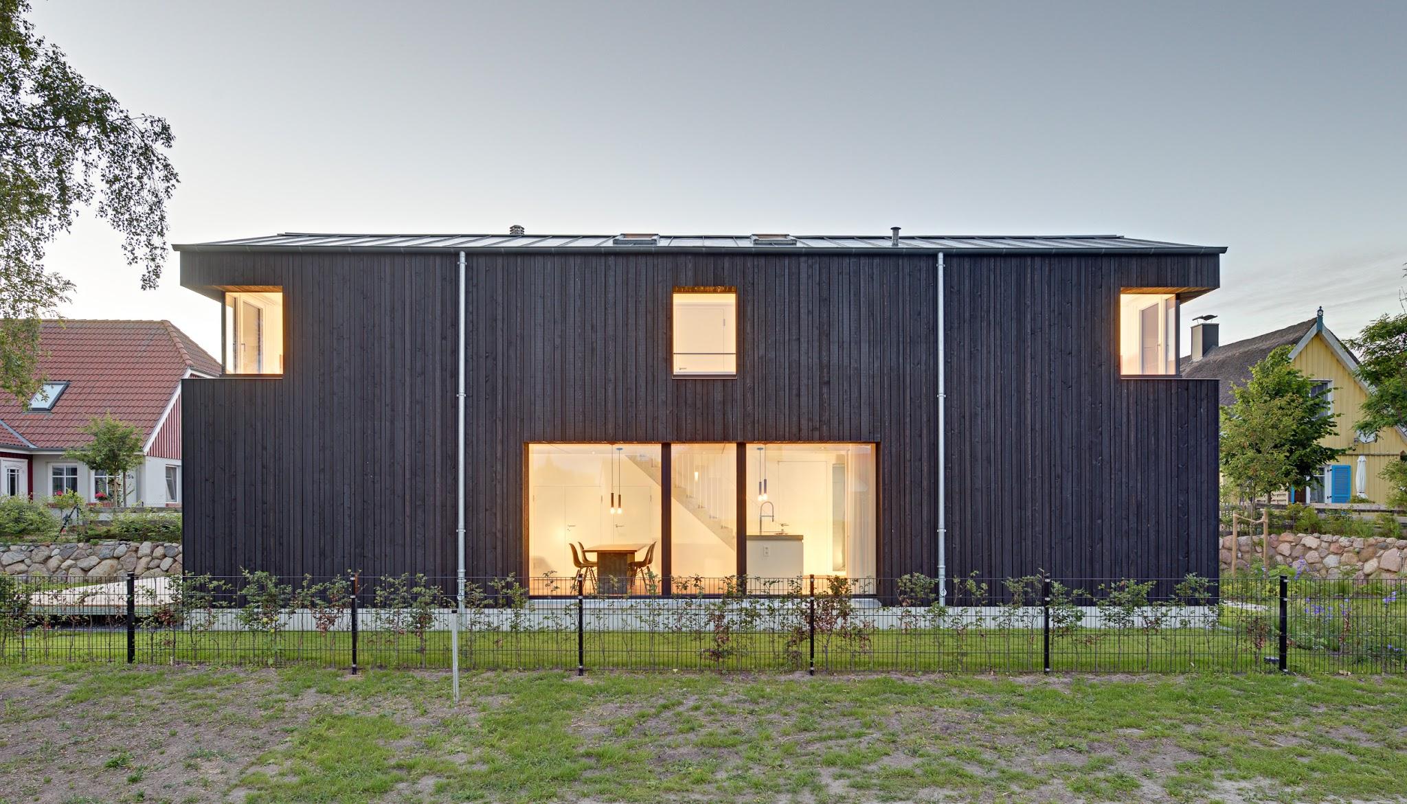 Holzfassade Schwarz drempelhaus in wieck a darß