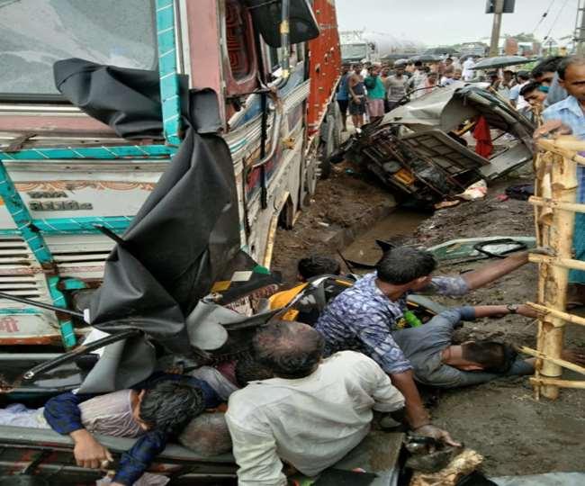 ऑटो पर सवार लोगों को ट्रक ने कुचल डाला, सात से ज्यादा की मौत. आठ से ज्यादा गंभीर