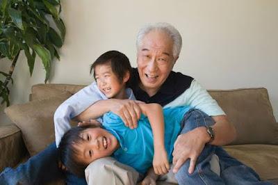 Cerita Seorang Kakek Yang Rindu Anak Cucunya
