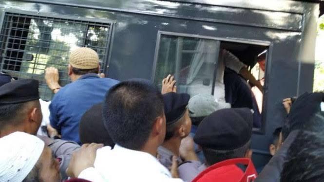 Massa Pro Anies Giring Belasan Orang yang Diduga Penyusup
