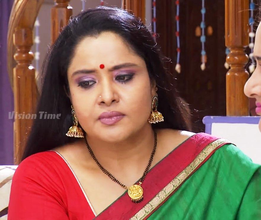 Telugu character artist Pragathi aunty latest saree photos Navel Queens