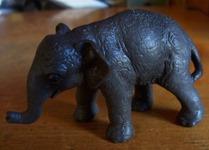 026 01-figurine