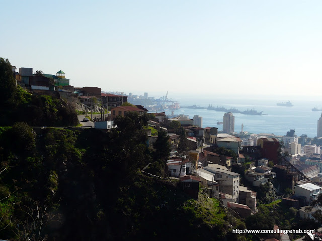 Valparaiso can basically be described as lots of hills, ocean and brightly colored houses