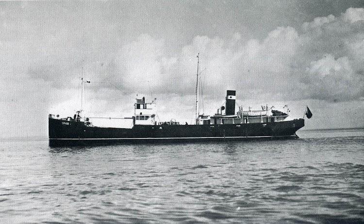 El buque tanque OPHIR. Del libro CINCUENTENARIO DE LA FLOTA DEL MONOPOLIO DE PETROLEOS. 1927-1977.jpg