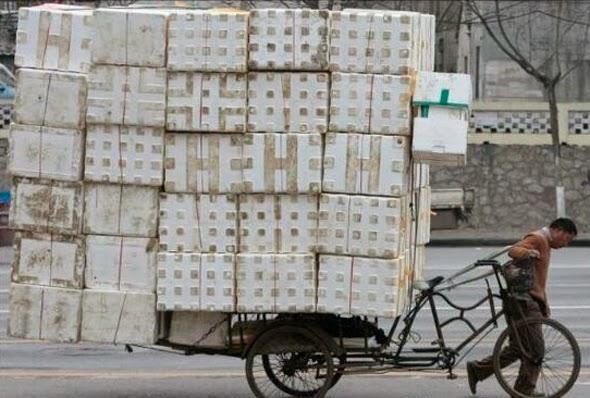 Triciclo lleno de cajas