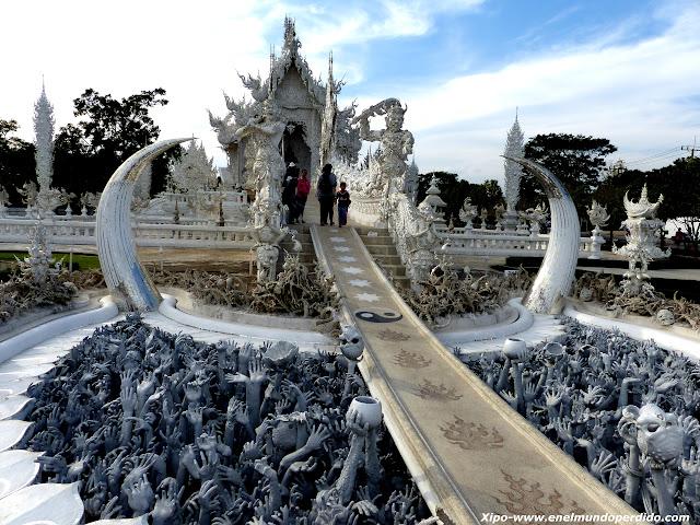entrada-templo-blanco-chiang-rai.JPG