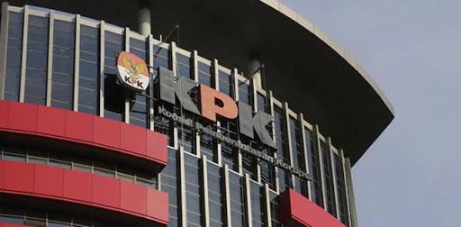 KPK Melakukan OTT Bupati Selatan dan Istrinya