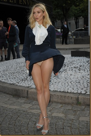 elizabeth-olsen-wind-blown-upskirt-in-paris-04-1373x2048