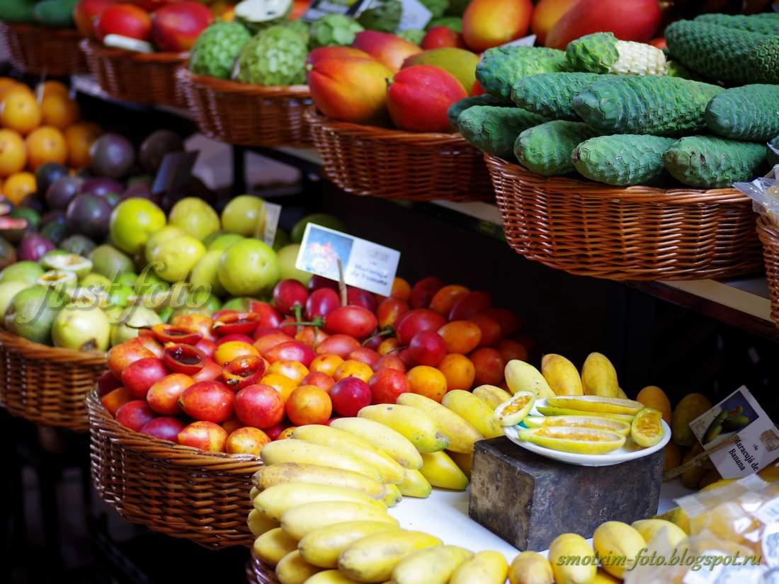 Маракуйя банан на рынке Фуншала