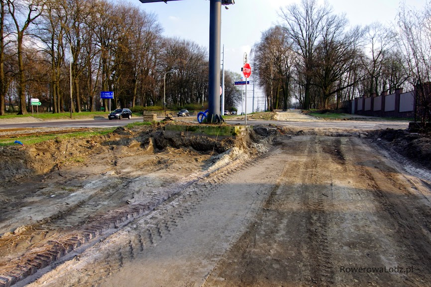 Podjazd w okolicach skrzyżowania z ul. Św. Teresy.