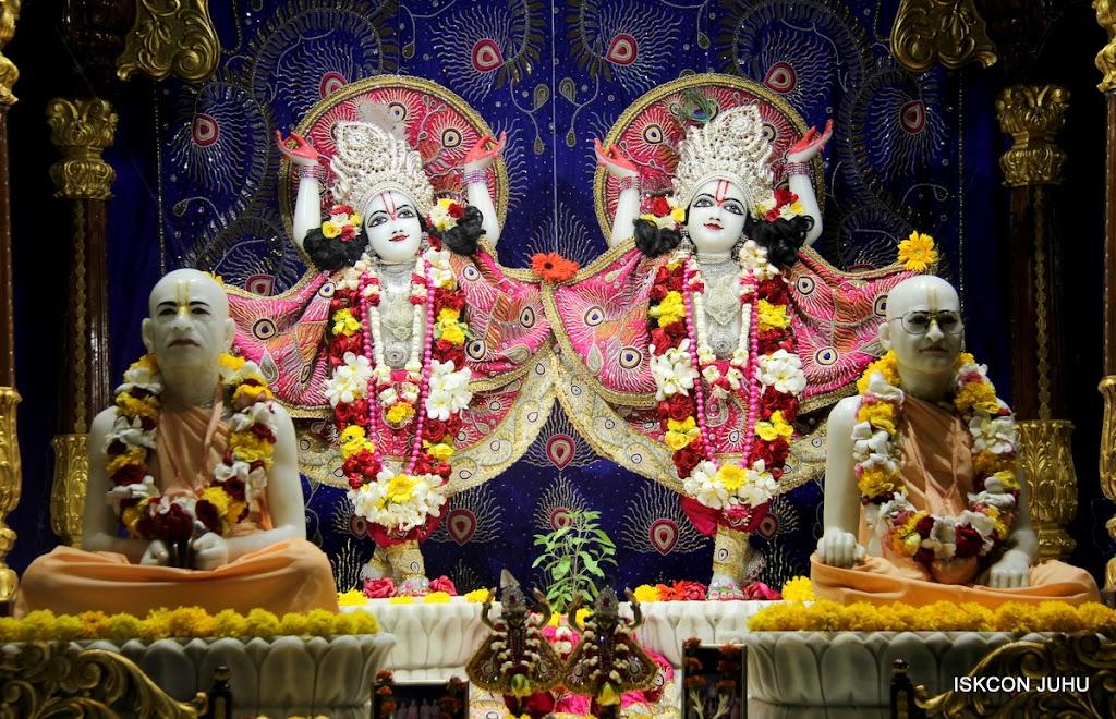 ISKCON Juhu Sringar Deity Darshan on 27th April 2016 (39)