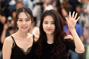 min-hee-kim-and-tae-ri-kim-at-the-handmaiden-(2016)