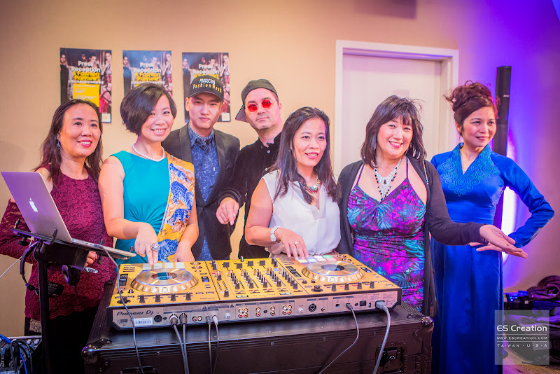 CIFW Music Director Joshua Bernstein (center). Photo by Simon Fu of ES Creation.